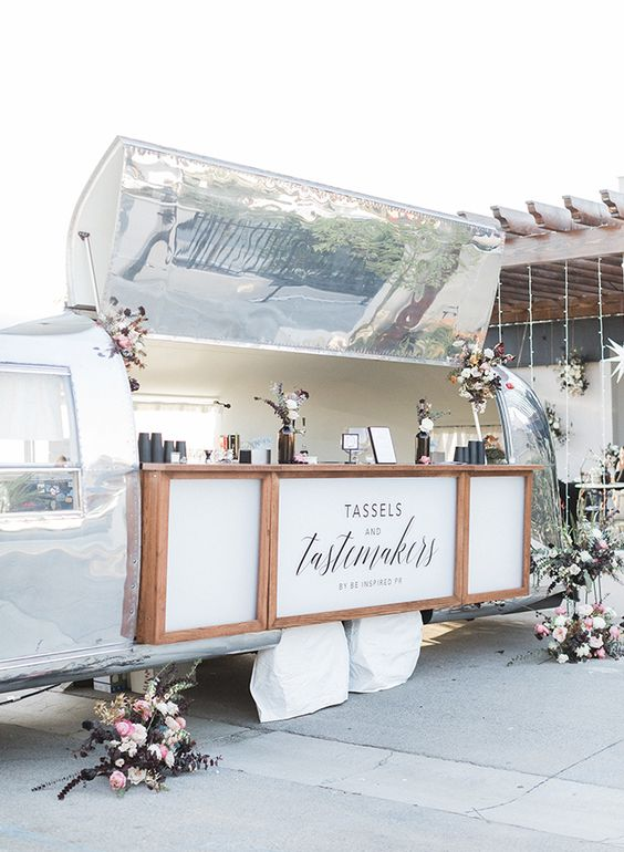 open_bar_matrimonio_PR's Tassels & Tastemakers_via Pinterest