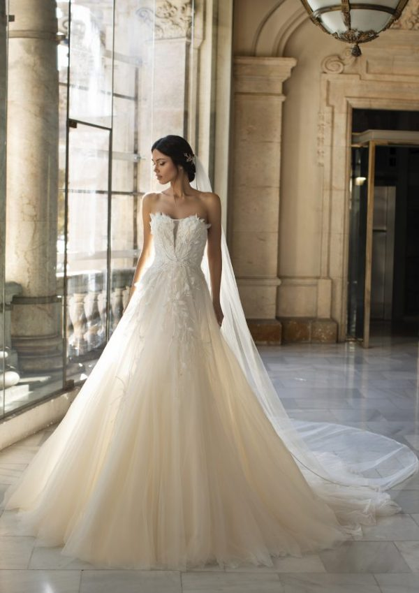 Pronovias Cruise collection 2021