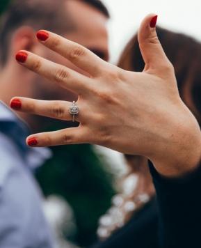 Proposta di matrimonio: la guida per chiederle di diventare tua moglie