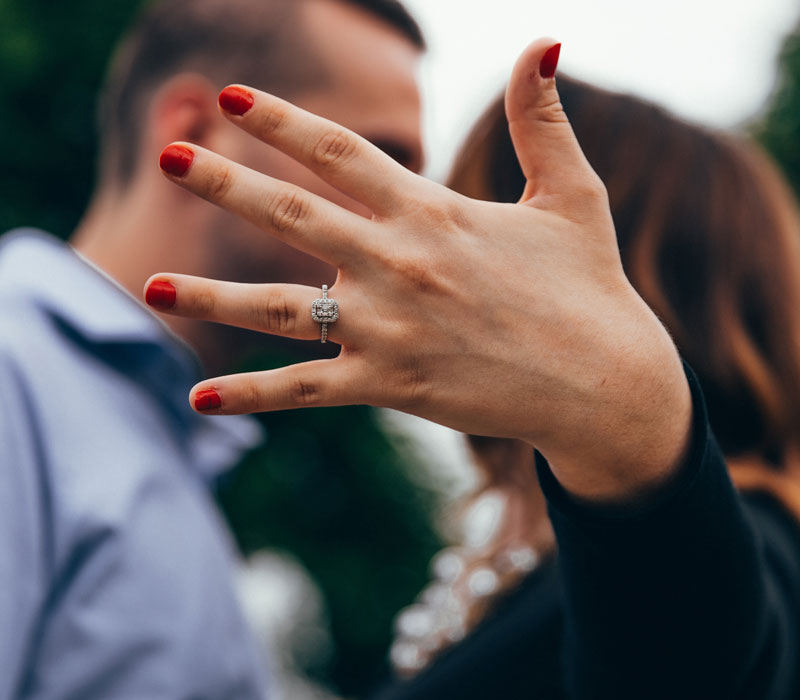foto di anello di fidanzamento per proposta di matrimonio