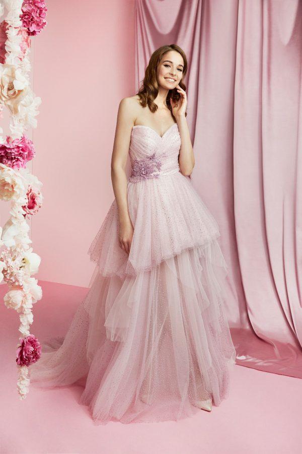 in foto un abito da sposa ciclamino carlo pignatelli 2021