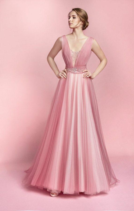 in foto un abito da sposa rosa carlo pignatelli 2021