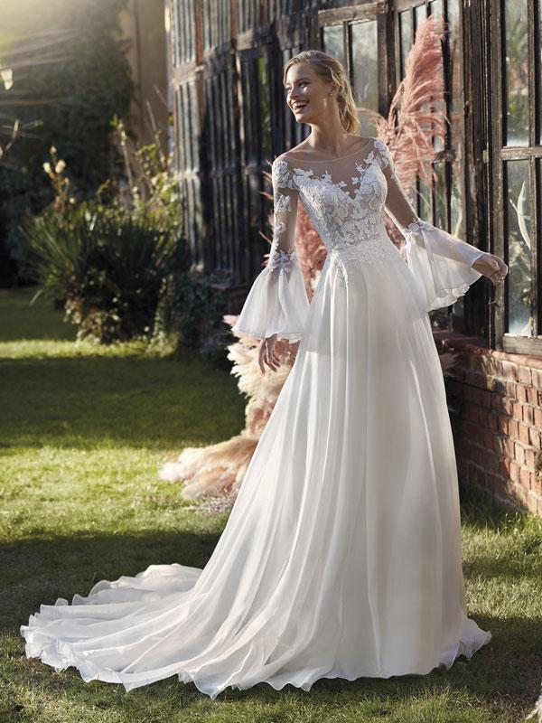 Nella foto un abito da sposa Nicole Colet 2021