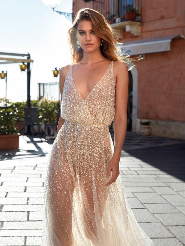 Nella foto un abito da sposa Nicole Couture 2021