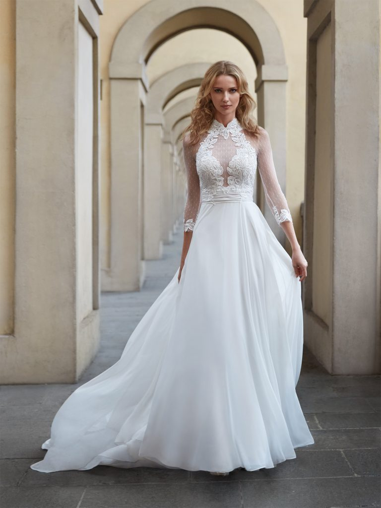 Nella foto un abito da sposa Nicole Milano 2021