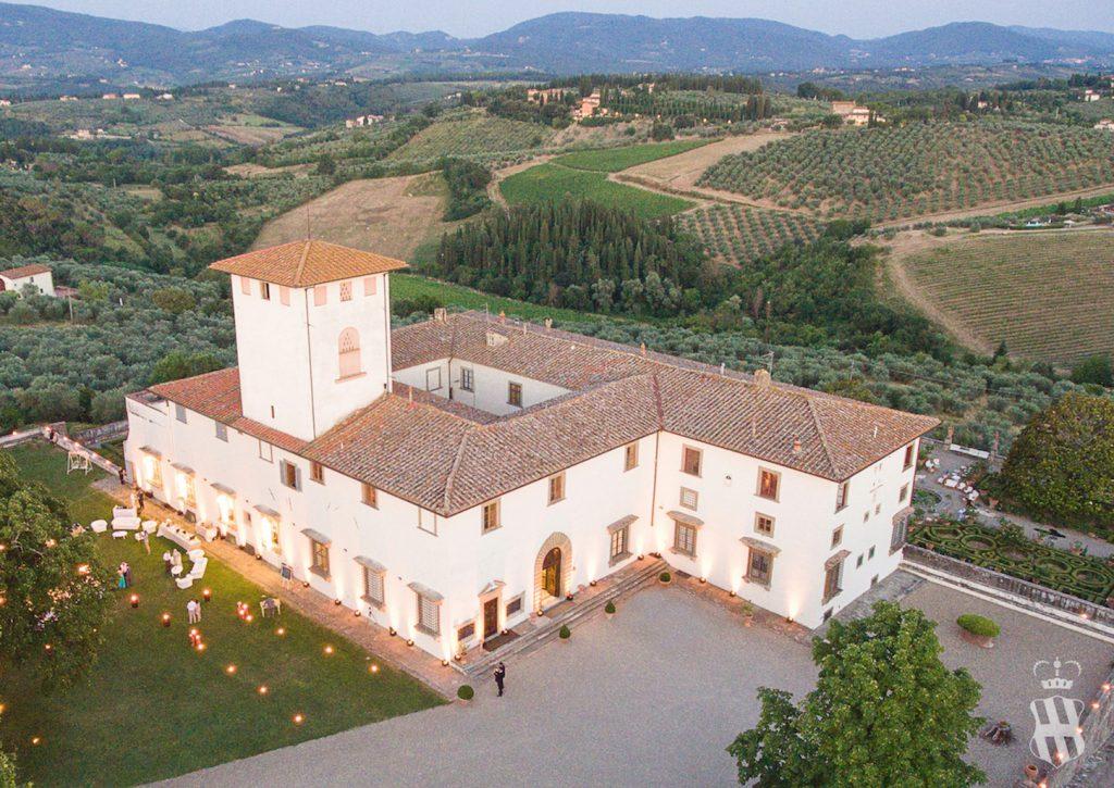 In questa foto una veduta dall'alto della location per matrimoni Villa Corsini a Mezzomonte, in Toscana