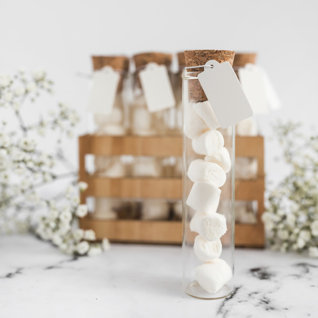 Nella foto un'originale porta caramelle da usare come bomboniera per il matrimonio