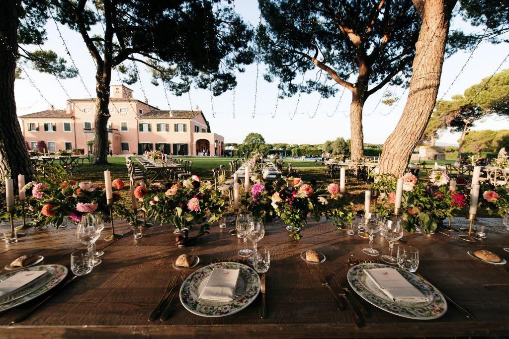 In questa foto una mise en place Country Chic firmata dalla Wedding Planner Angela Bartolomeo