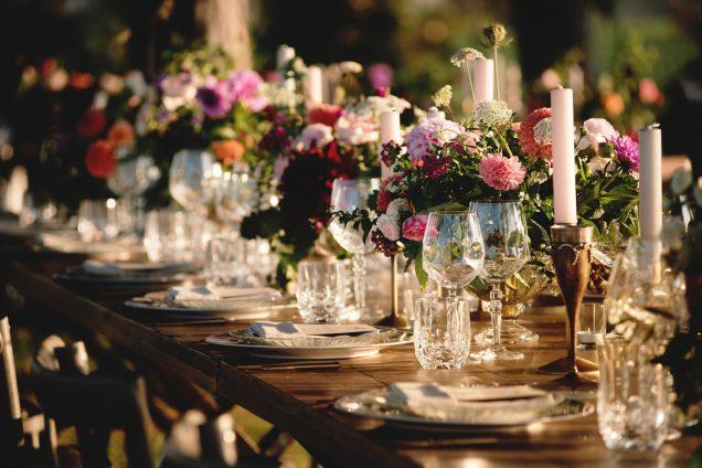 In questa foto un tavolo nuziale in stile Country Chic allestito dalla Wedding Planner Angela Bartolomeo