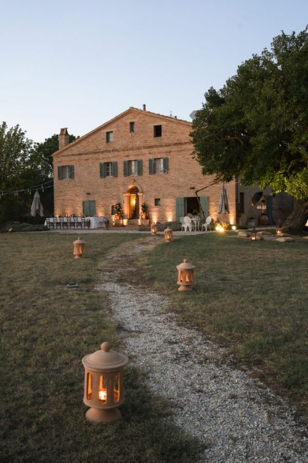 In questa foto la facciata dell'antico casolare che sorge nella tenuta La Monteduccia
