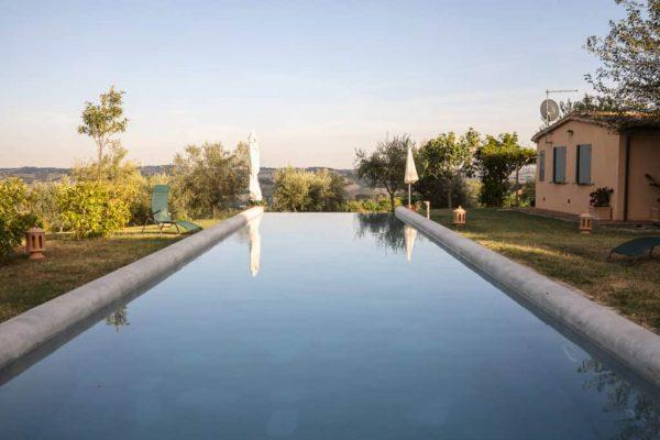 In questa foto la piscina esterna de La Monteduccia, la location del primo Prestige Meet Up di Roberta Torresan