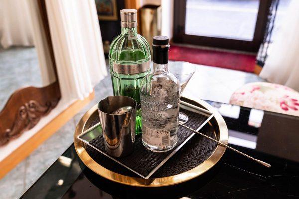 In questa foto il cocktail corner allestito per Martina da Couture Hayez