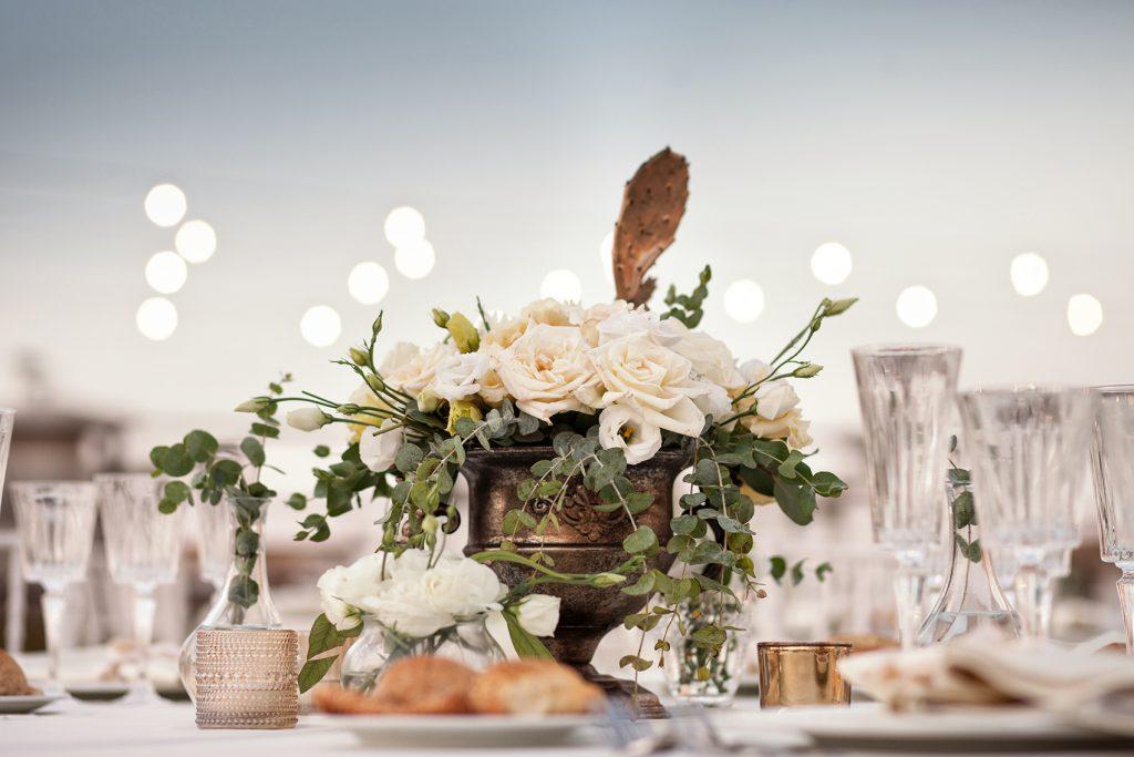 In questa foto un centrotavola realizzato per una mise en place di nozze, a cura di Antonella Candido Wedding Planner