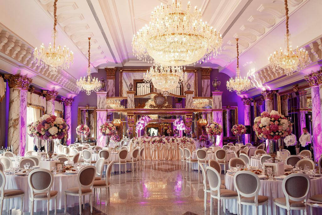 in questa foto una sala addobbata all'interno di una delle ville matrimoni Palermo