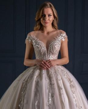 Collezione Royal Luxury 2022 di Ricca Sposa Italia, la parola d'ordine è brillare