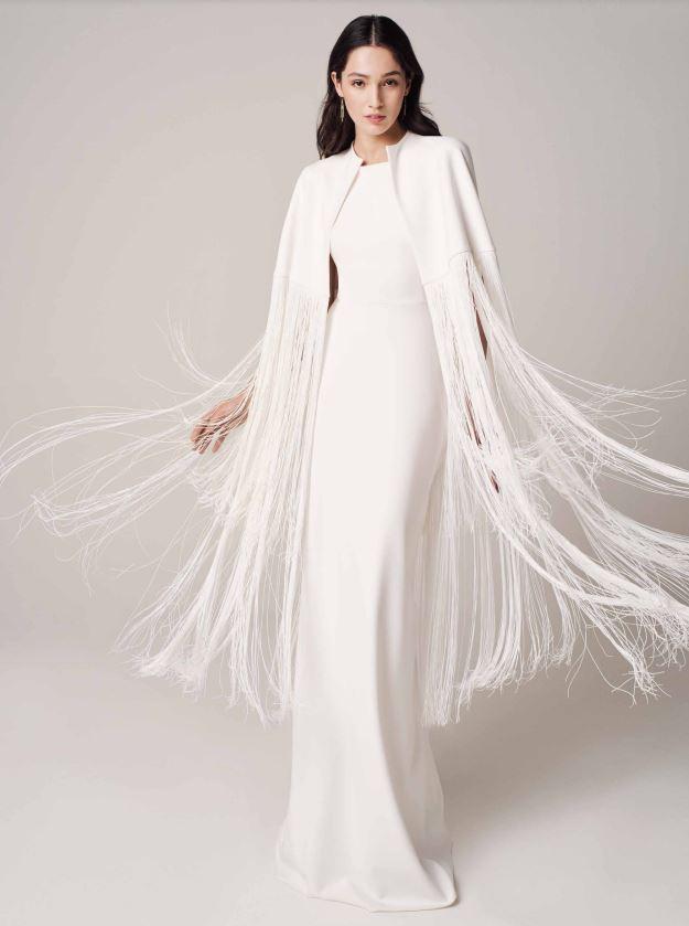 In questa foto un modello con le frange della nuova collezione di abiti Jesus Peiro 2021