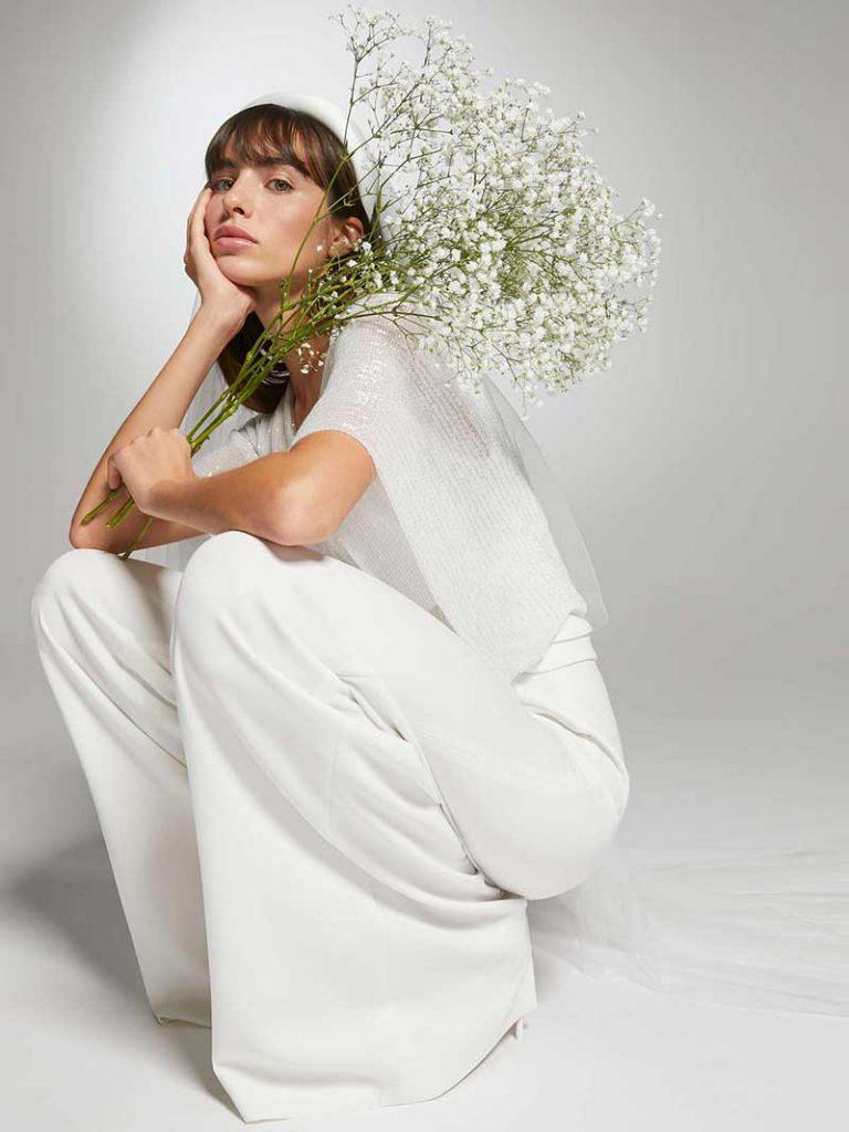 In questa foto  un abito pantalone della collezione sposa Max Mara 2021