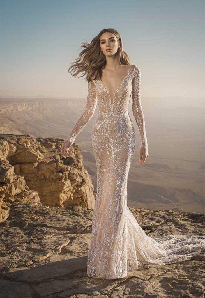 In questa foto  un abito gioiello Pnina Tornai collezione 2021