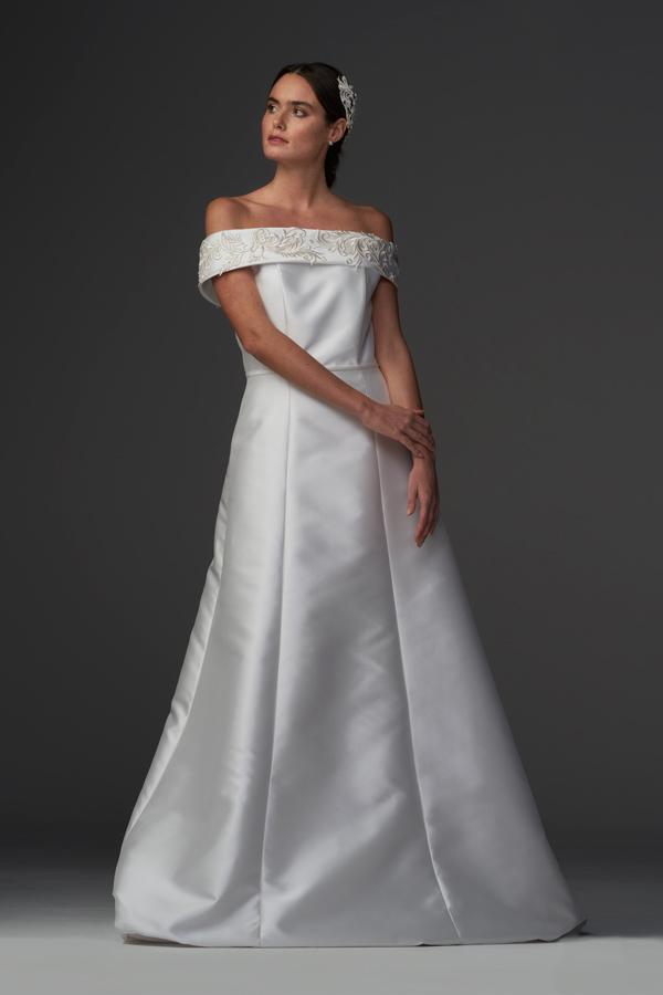In questa foto un modello della collezione di abiti da sposa Chiara Vitale 2021