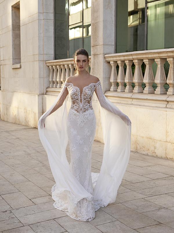 In questa foto un modello a sirena della collezione di abiti da sposa Michela Ferriero 2021