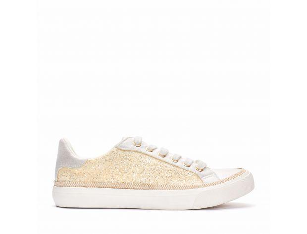 In questa foto sneakers da sposa bianco e oro Menbur
