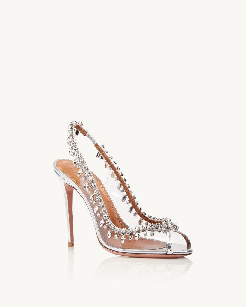 In questa foto scarpe da sposa trasparenti Aquazzura
