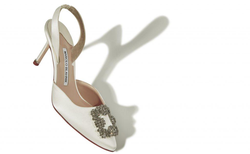 In questa foto scarpe da sposa slingback Manolo Blanhick