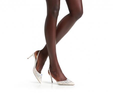 In questa foto scarpe da sposa 2021 bianche René Caovilla
