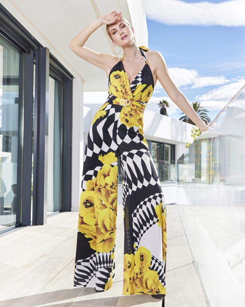 Un abito da cerimonia, con pantalone della collezione Sonia Peña 2021