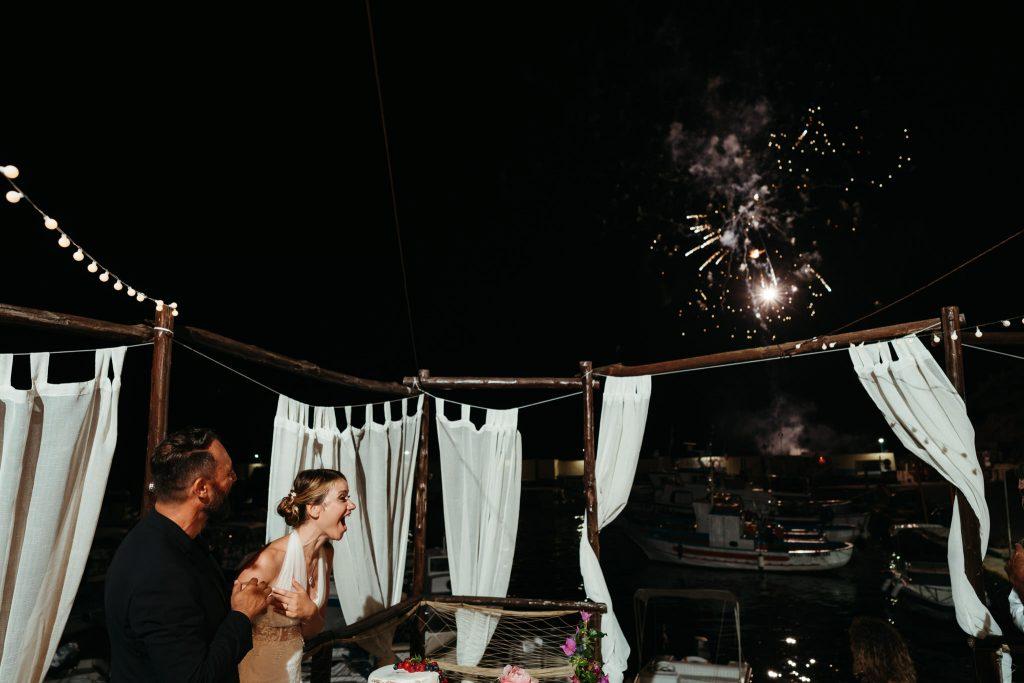 Uno scatto romantico del matrimonio organizzato ad Ustica da Sofia Gangi