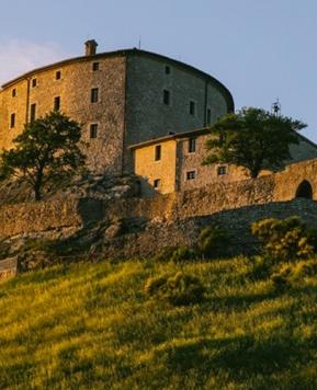 Castello di Naro, nozze da favola tra i profumi della natura marchigiana