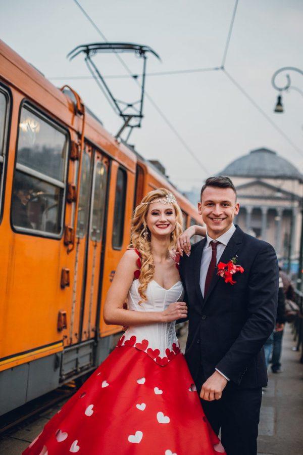 In questa foto gli sposi di Adelyur Fashion durante lo shooting di San Valentino
