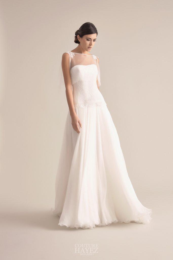 In questa foto una modella indossa un abito da sposa dell'atelier Couture Hayez, collezione Eleganza