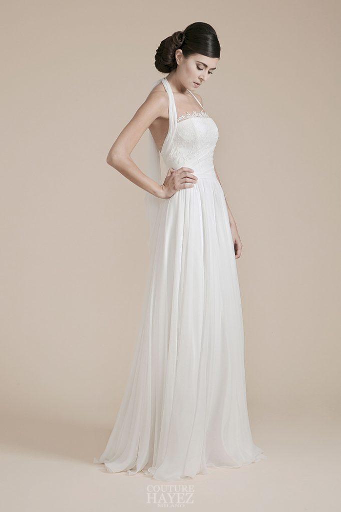 In questa foto una modella indossa un abito da sposa dell'atelier Couture Hayez, collezione Leggerezza
