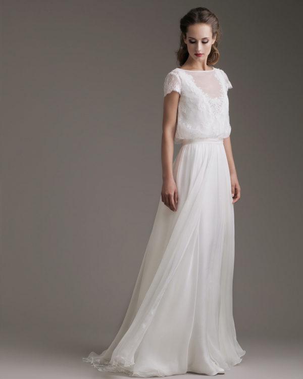 In questa foto una modella indossa un abito da sposa dell'atelier Couture Hayez, collezione Millennial Bride