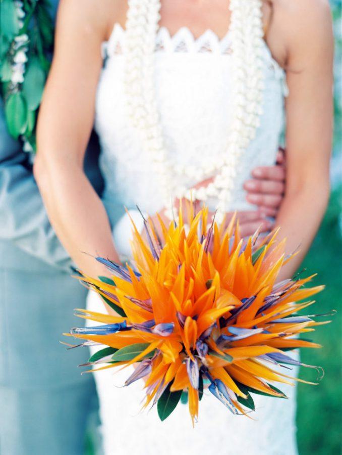 In questa foto un bouquet sposa 2021 autunnale con le sterlizie