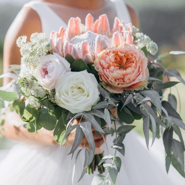 In questa foto un bouquet sposa 2021
