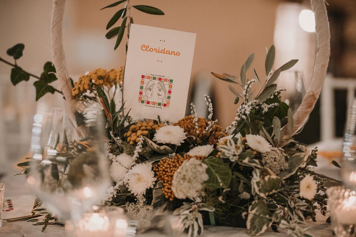 In questa foto un centro tavola floreale a tema siciliano