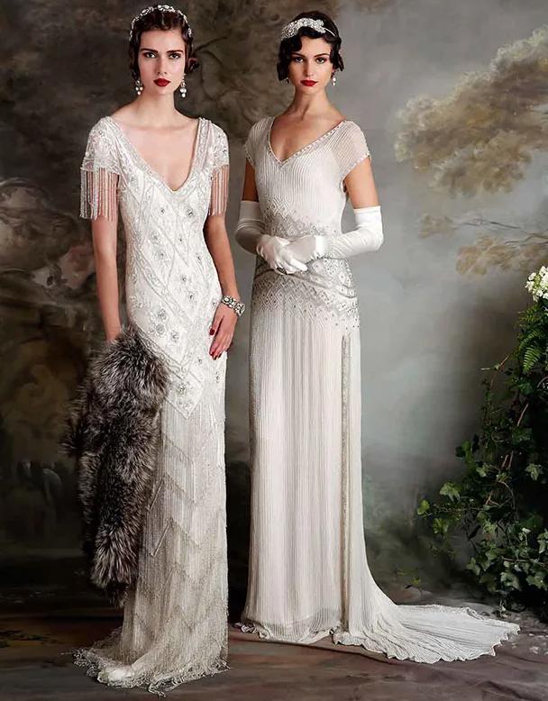 In questa foto due modelle indossano abiti da sposa anni 20 di Eliza Jane Howel