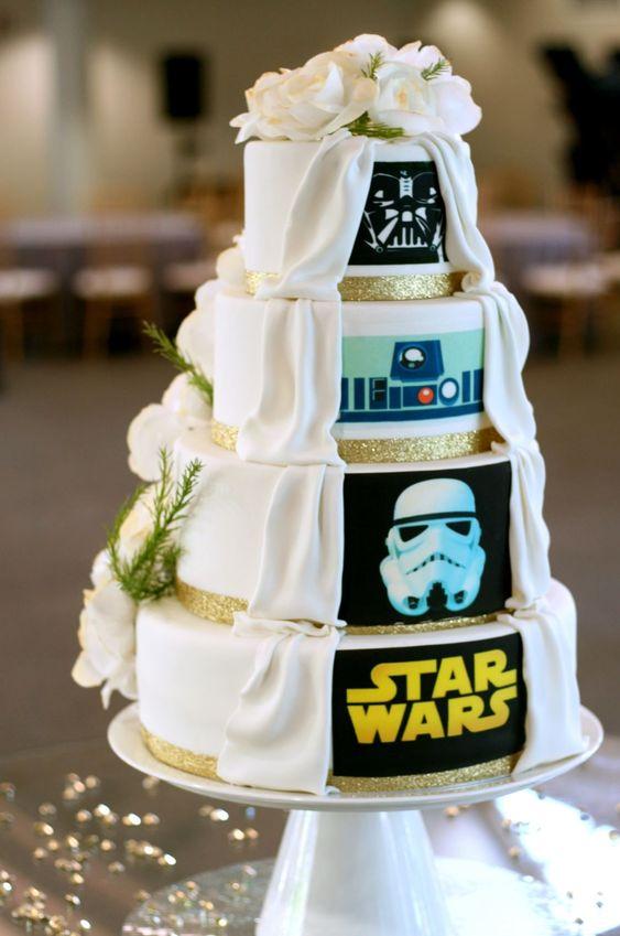 In questa foto una torta per matrimonio in stile Star Wars