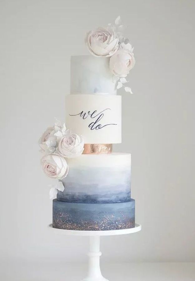 In questa foto una torta matrimoniale watercolor, cioè che sembra dipinta con la tecnica dell'acquerello