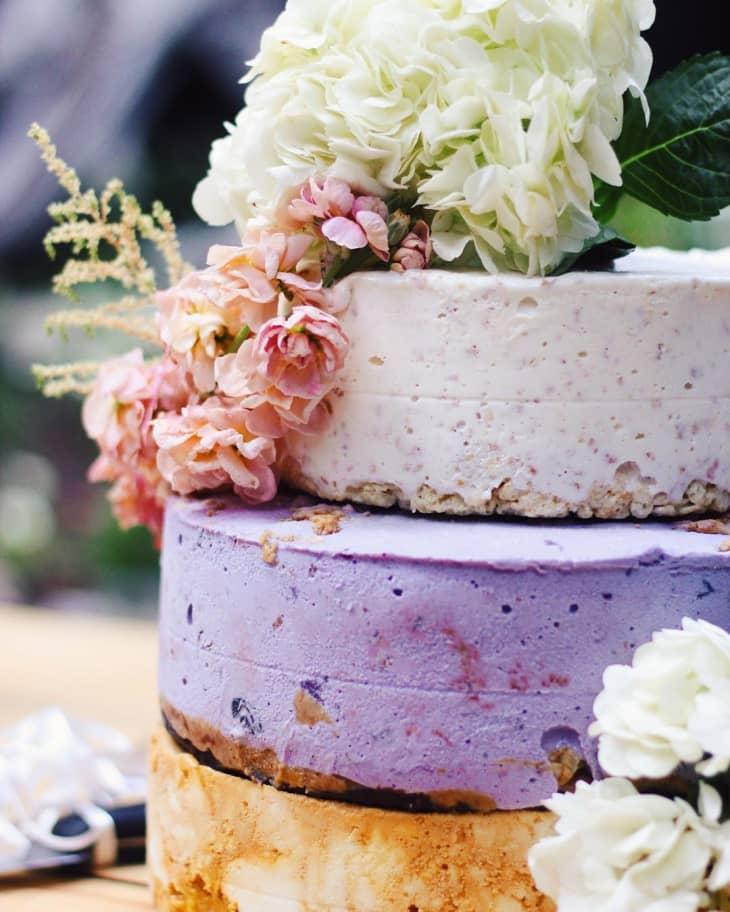 In questa foto i 3 piani di una torta semifreddo per il matrimonio