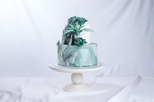 In questa foto una marble cake, cioè una torta dall'effetto marmo nei toni del verde e del bianco
