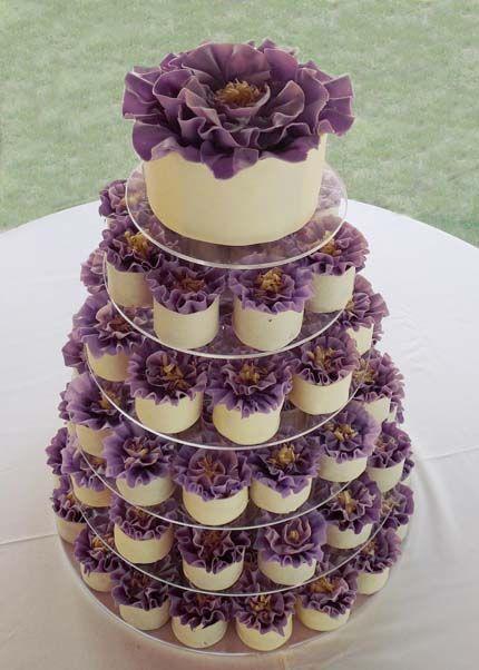 In questa foto una torta per matrimonio a monoporzioni
