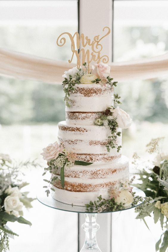 In questa foto una semi naked cake