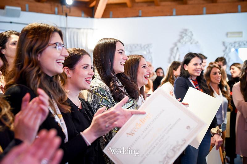 La consegna degli attestati alla fine di uno dei corsi in presenza di Accademia del Wedding