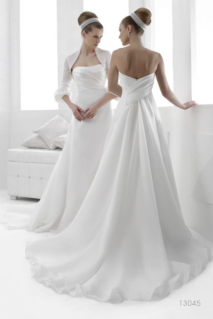 In questa foto un abito della collezione Creazioni Elena, brand acquisito dal Gruppo Signore