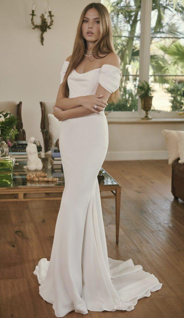 In questa foto una modella indossa un abito da sposa Lihi Hod 2022, presentato alla New York Bridal Fashion Week 2021