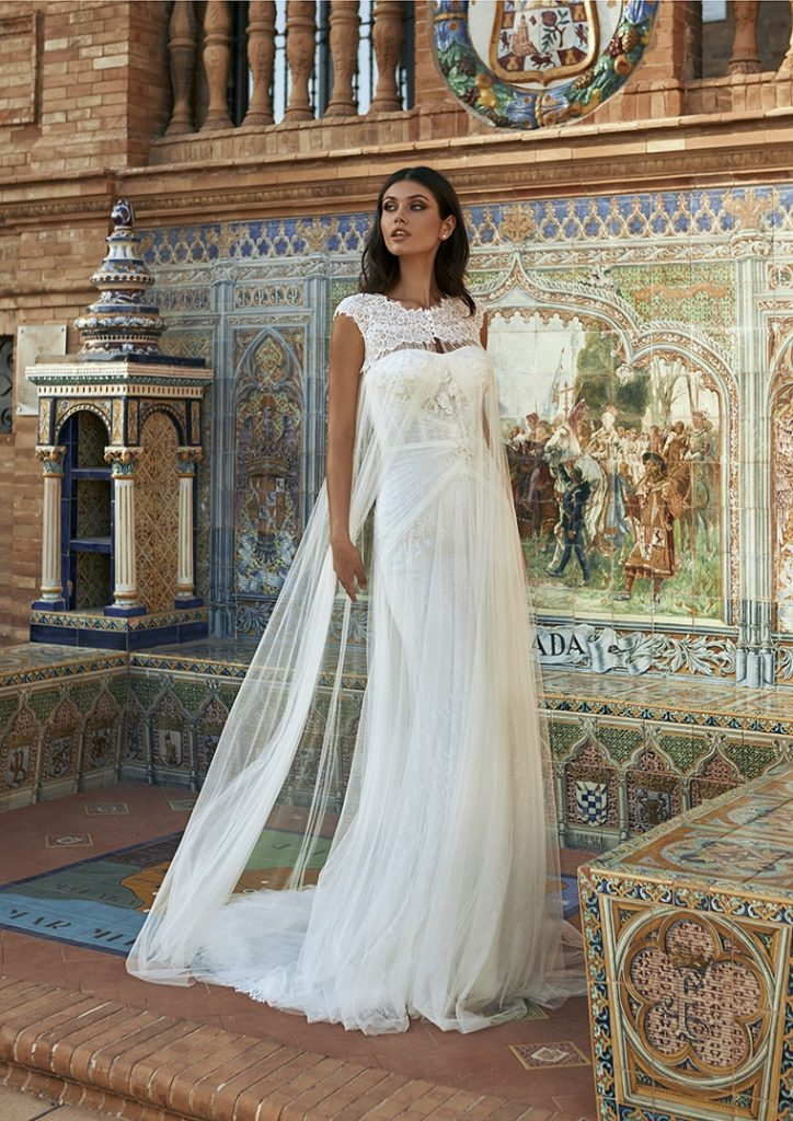 In questa foto una modella indossa un abito da sposa della neonata collezione Marchesa for Pronovias 2022 presentato alla New York Bridal Fashion Week 2021