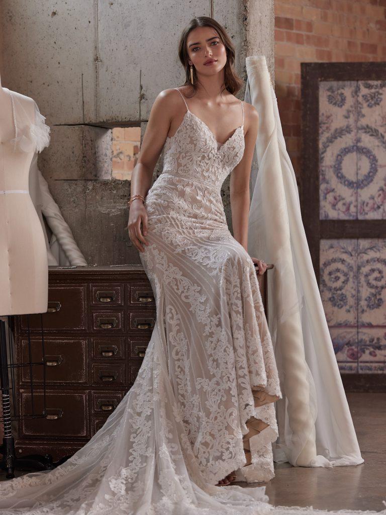 In questa foto una modella indossa un abito da sposa Maggie Sottero 2022, presentato alla New York Bridal Fashion Week 2021